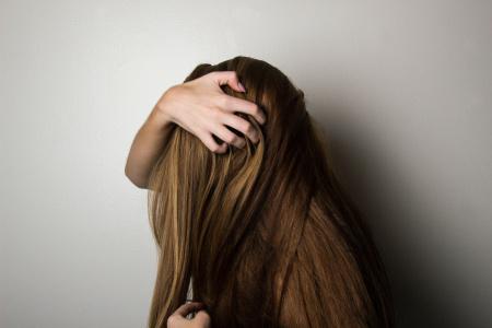 Cómo evitar la caída del cabello, causas y soluciones