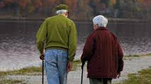 Los beneficios de andar en personas mayores