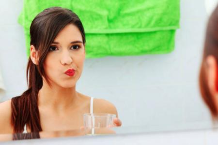 La importancia del uso de un enjuague bucal