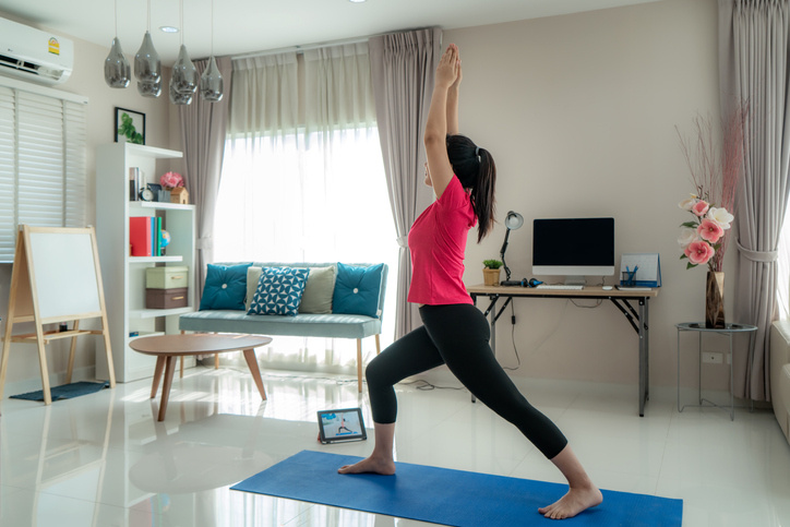Como seguir una rutina deportiva en casa