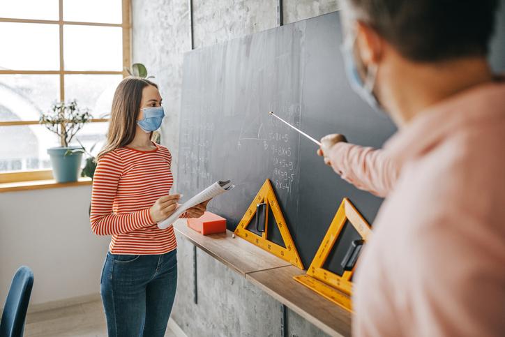 Els nens tornen a l'escola, quina mascareta és la més adequada?